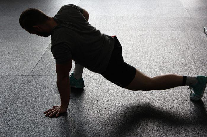 ejercicios para piernas con mancuernas